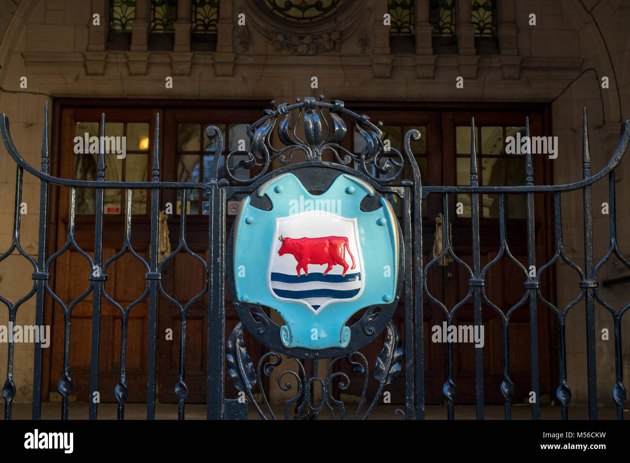 Oxford coat of arms on town hall gate. Oxford, Oxfordshire, England - Stock Image