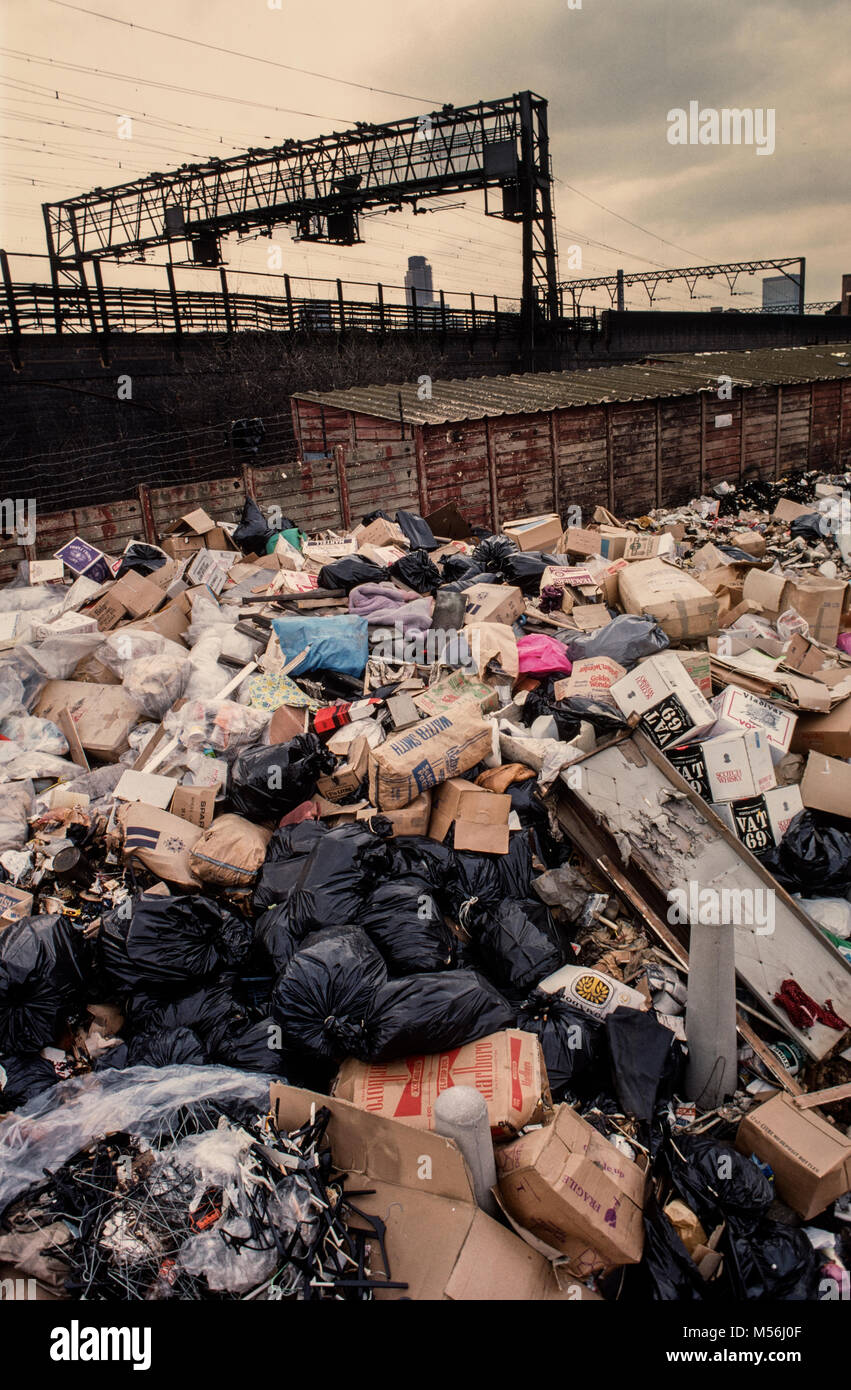 Winter of discontent 1979 London England UK Rubbish piled up in the streets all over the UK as militant strikers - Stock Image