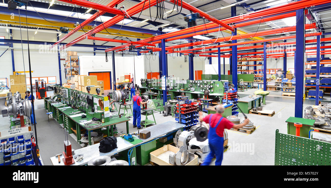 workers in a factory for the assembly of compressors in mechanical engineering Stock Photo