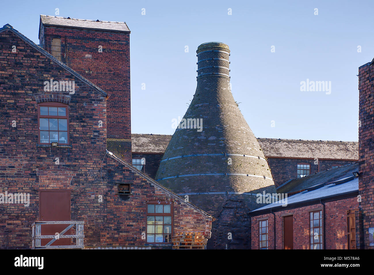 Bottle oven in Middleport pottery located on banks of Trent and Mersey canal,Stoke on Trent ,West Midlands,Staffordshire,United - Stock Image