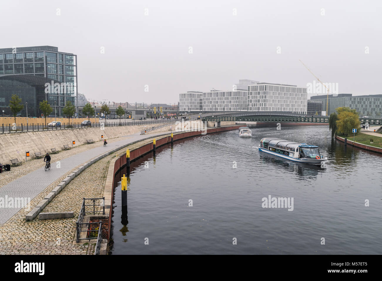 BERLIN - OCTOBER 18, 2016: River Spree with a view to the Berllin Hauptbahnhof area. - Stock Image