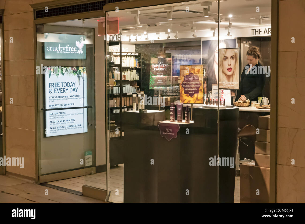 'Cruelty Free' 'No Animal Testing' sign on the front door of a hair, skin, and cosmetics store. - Stock Image