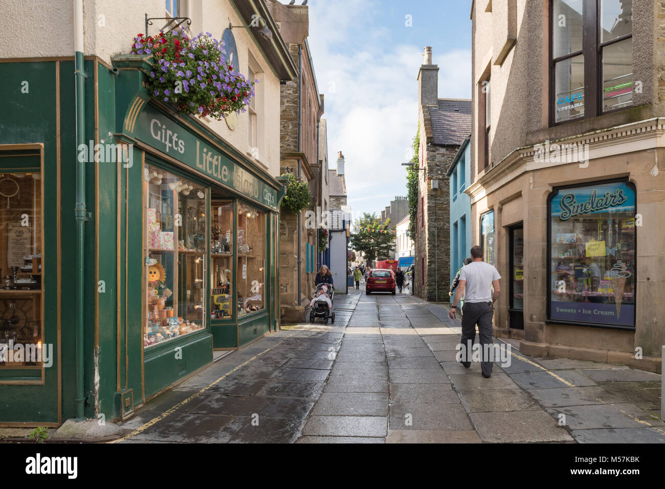 Albert Street, Kirkwall - cars, pedestrians and The Big Tree, Orkney, Scotland, UK - Stock Image