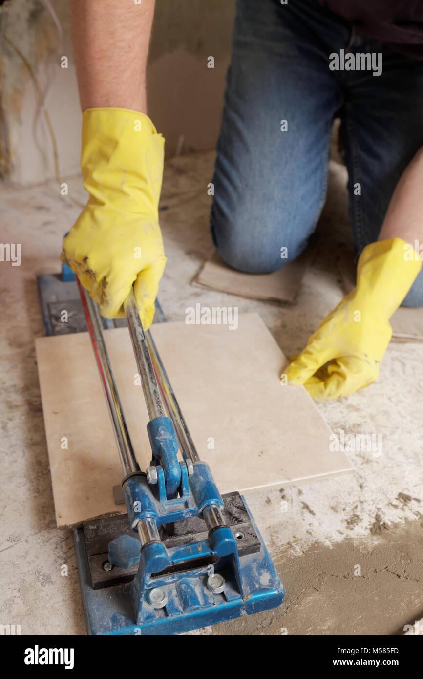 Man Cutting Tiles Stock Photos & Man Cutting Tiles Stock Images - Alamy
