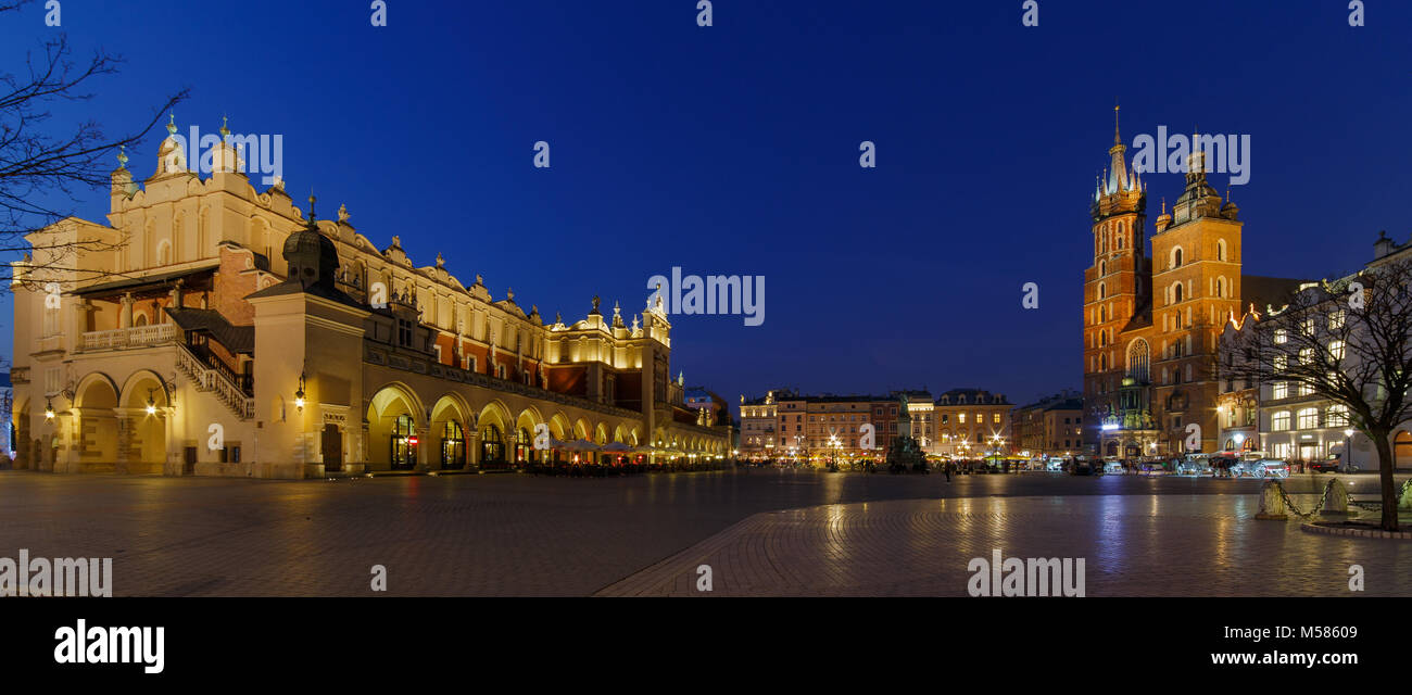 Main Square in Krakow with the Cloth Hall at night - Stock Image
