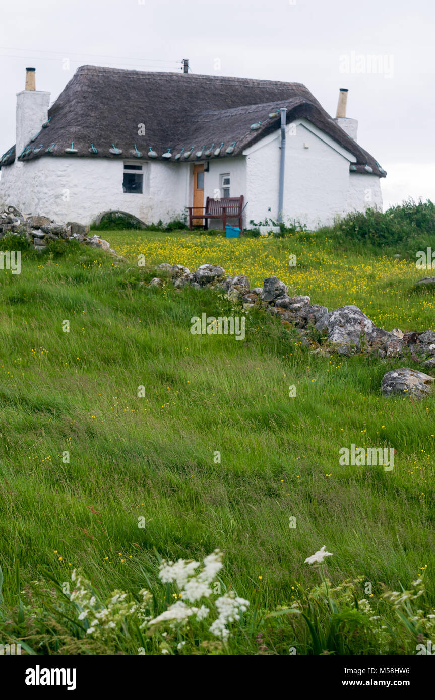 White stone thatched cottage of Howmore Gatliff Hostel, Isle of South Uist, Outer Hebrides, Scotland, UK - Stock Image
