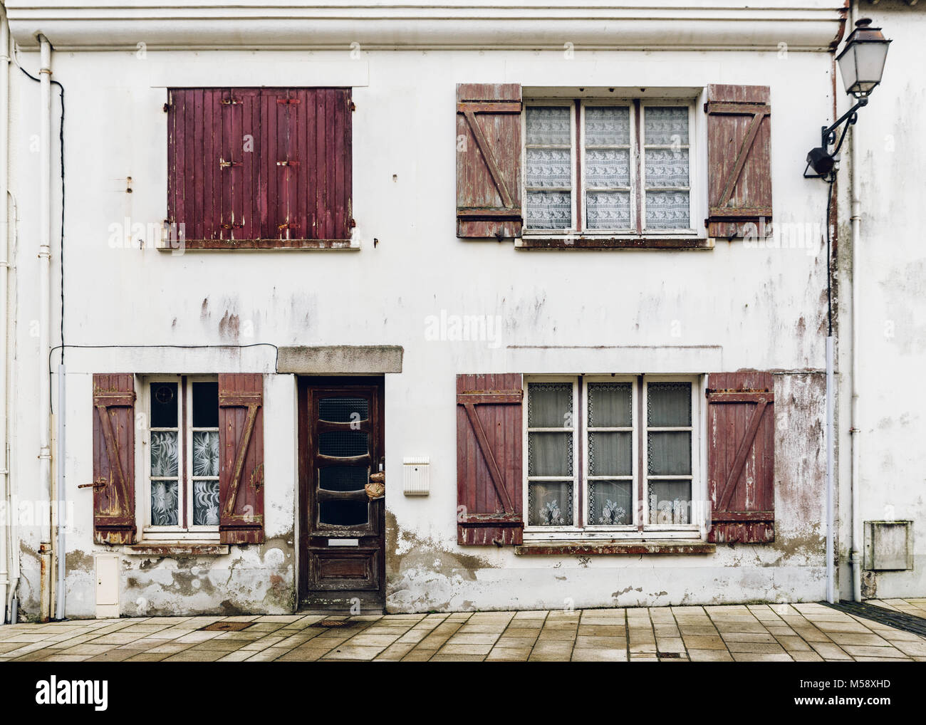 Dilapidated house facade in Brittany, France - Stock Image