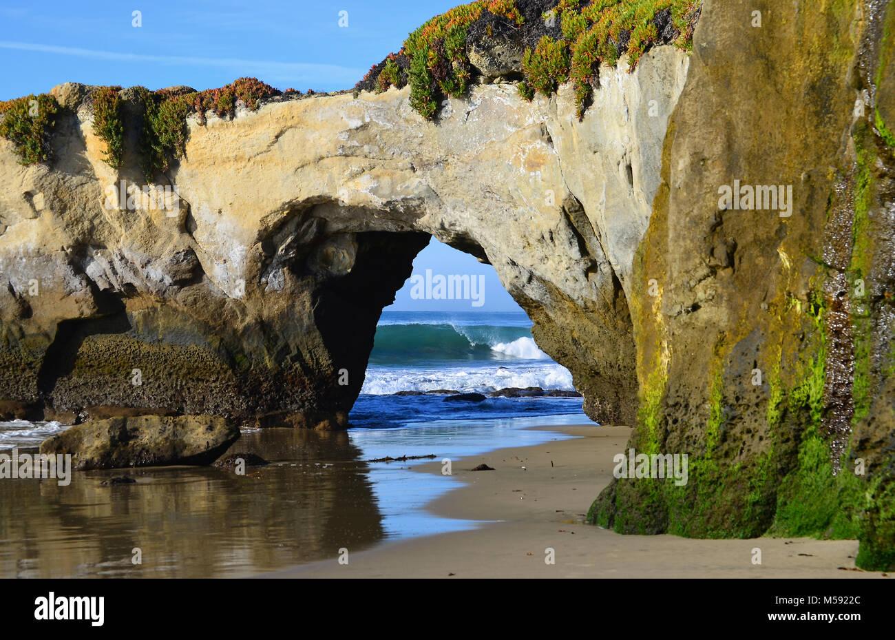 Natural bridge on Westcliff Drive in Santa Cruz, California - Stock Image