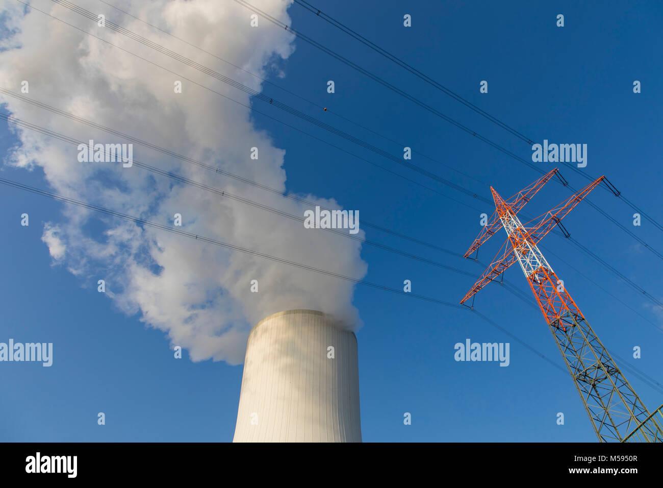 Kühlturm des Kohlekraftwerk Duisburg-Walsum, betrieben von der STEAG und der EVN AG , 181 Meter hoch, Wasserdampf Wolke, Hochspannungsleitung, Mast, Stock Photo