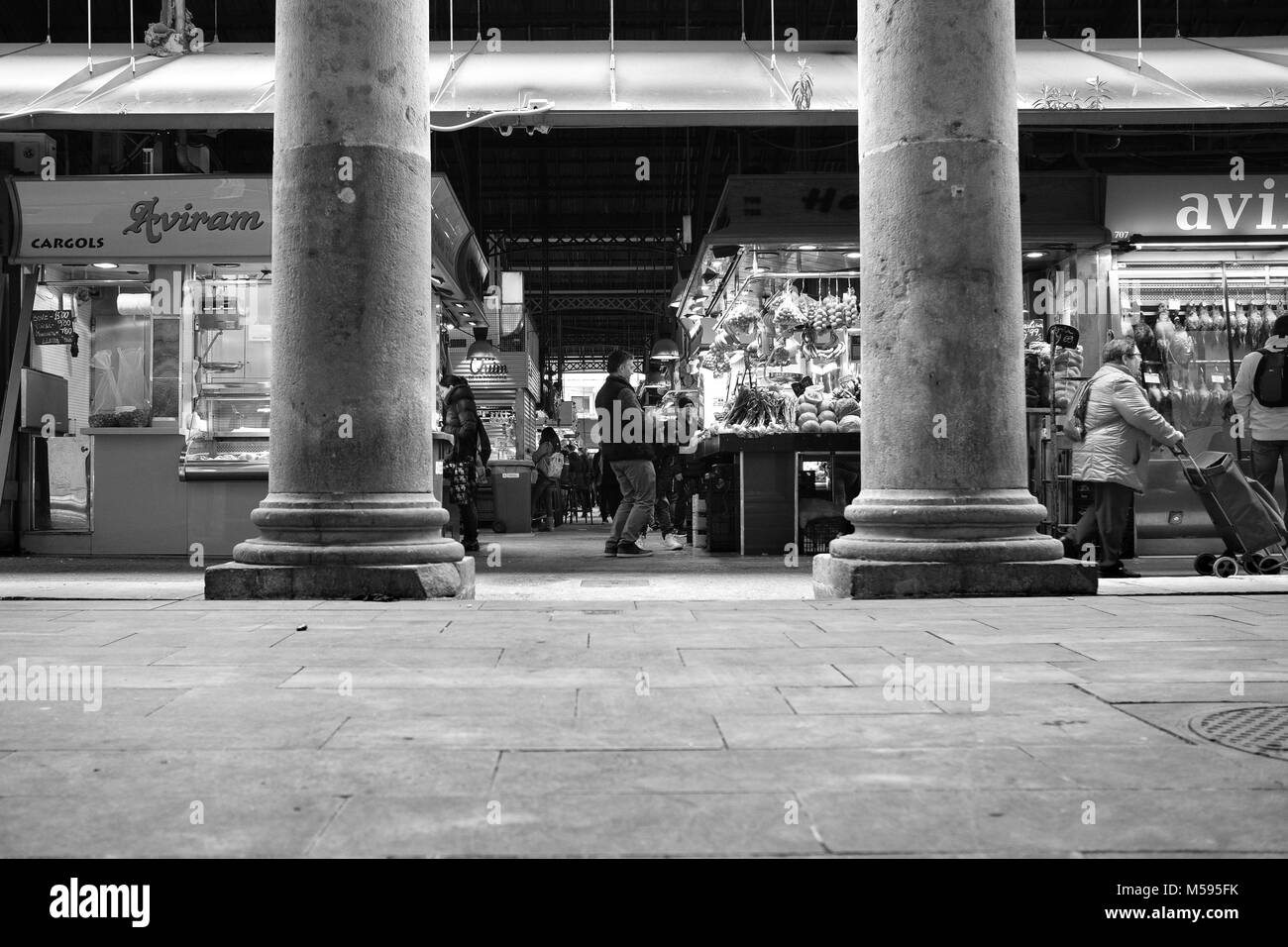 Public market environment with fruit, vegetables, finger food, beef and fish and sweets, all together and allover - Stock Image