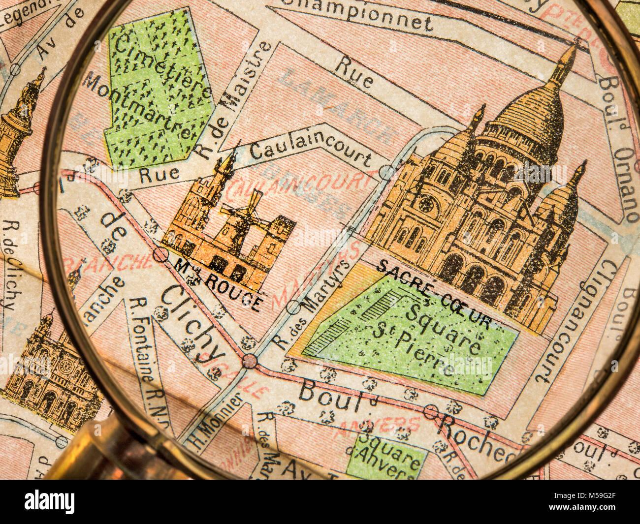 VINTAGE OLD PARIS MAP Magnifying Glass detail of vintage Monumental Map 1900's Paris, featuring Sacre Coeur - Stock Image