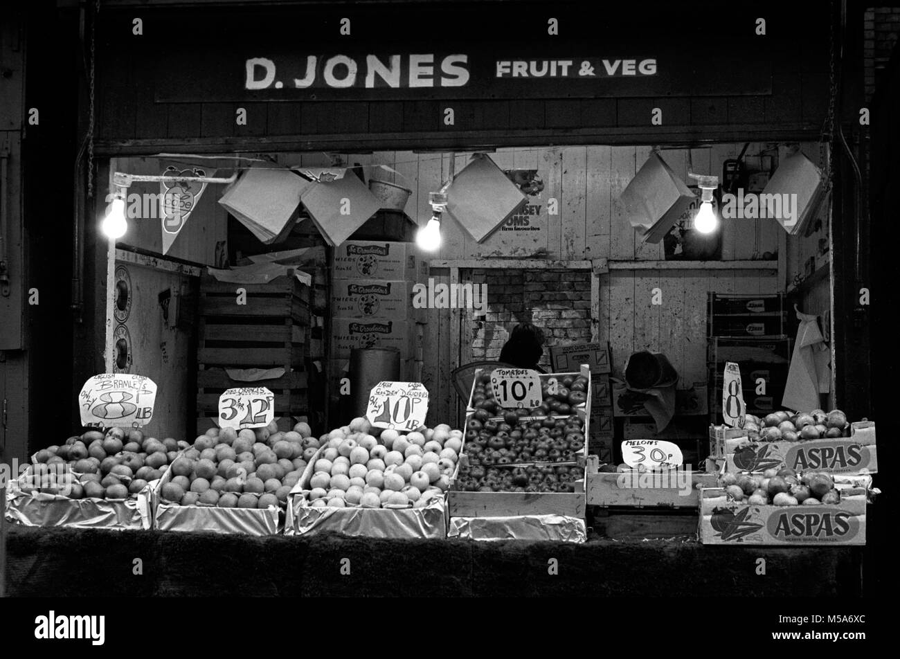 UK, Wales, Cardiff, City Centre, The Hayes, old Cardiff Open Market, D Jones' fruit and vegetable Stall in early - Stock Image