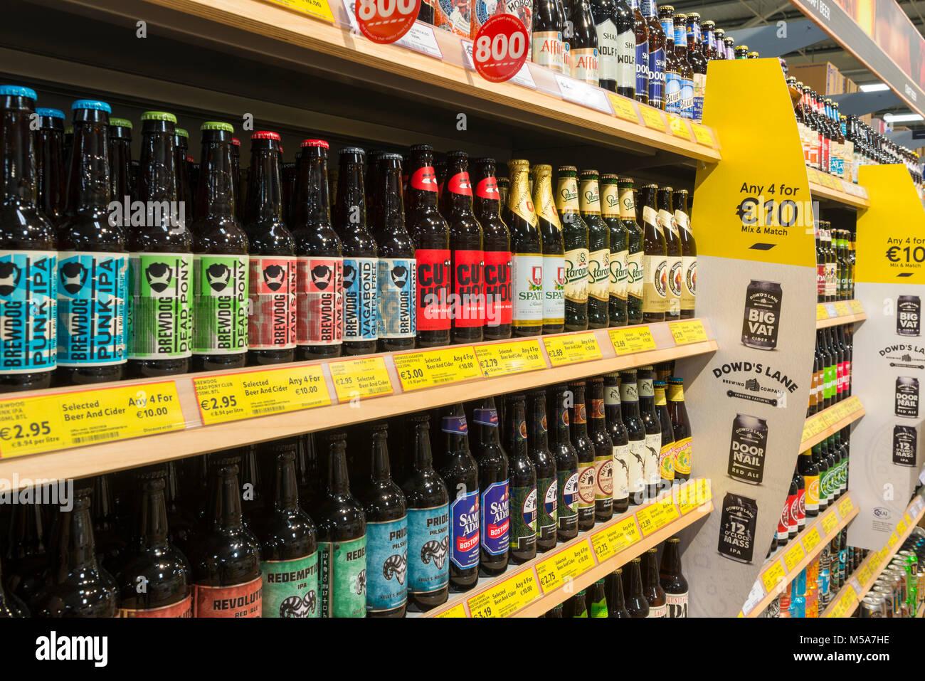 Craft beer on a supermarket shelf, Ireland - Stock Image