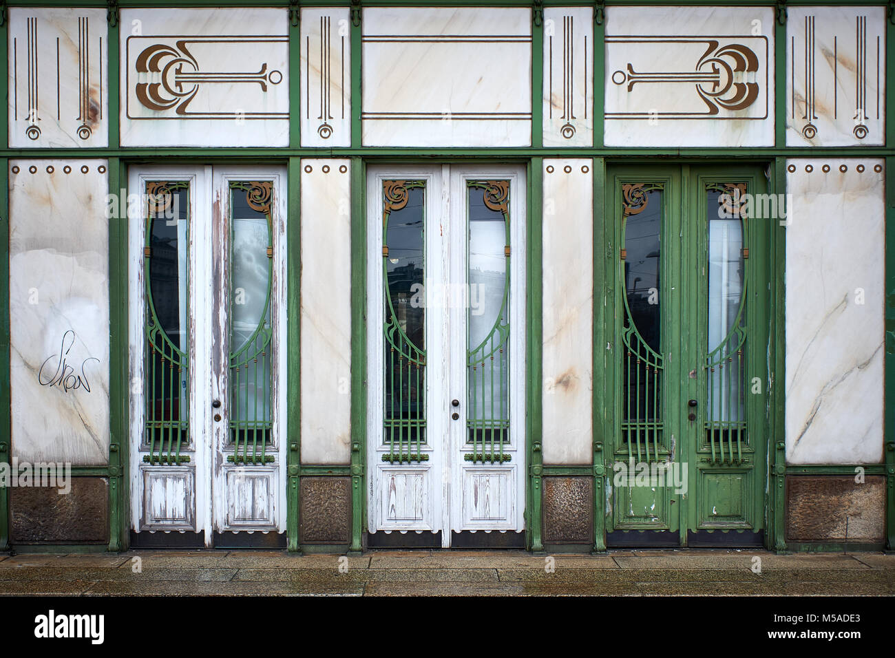 Looking through three doors of the Viennese art nouveau Stadtbahn pavilion at Karlsplatz in Vienna & Karlsplatz Winter Stock Photos \u0026 Karlsplatz Winter Stock Images - Alamy