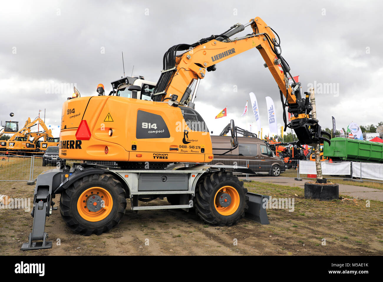 HYVINKAA, FINLAND - SEPTEMBER 8, 2017: Liebherr A 914 Compact Litronic wheeled excavator demostrates handling a - Stock Image
