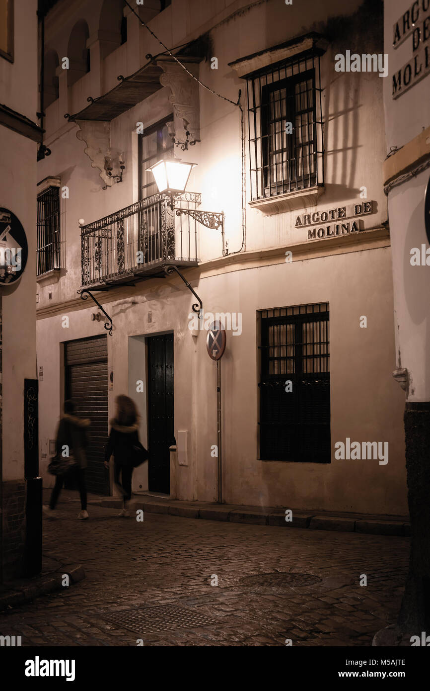 Alleyway at night in Seviolle, Andalusia, Spain. - Stock Image