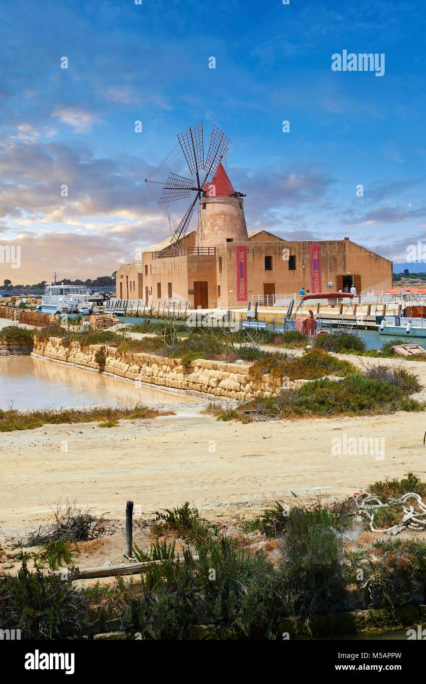 Mulino d'Infersa (mill of Infersa) wind mill, Ettore saltworks,  Saline della Laguna, Masala, Sicily. - Stock Image