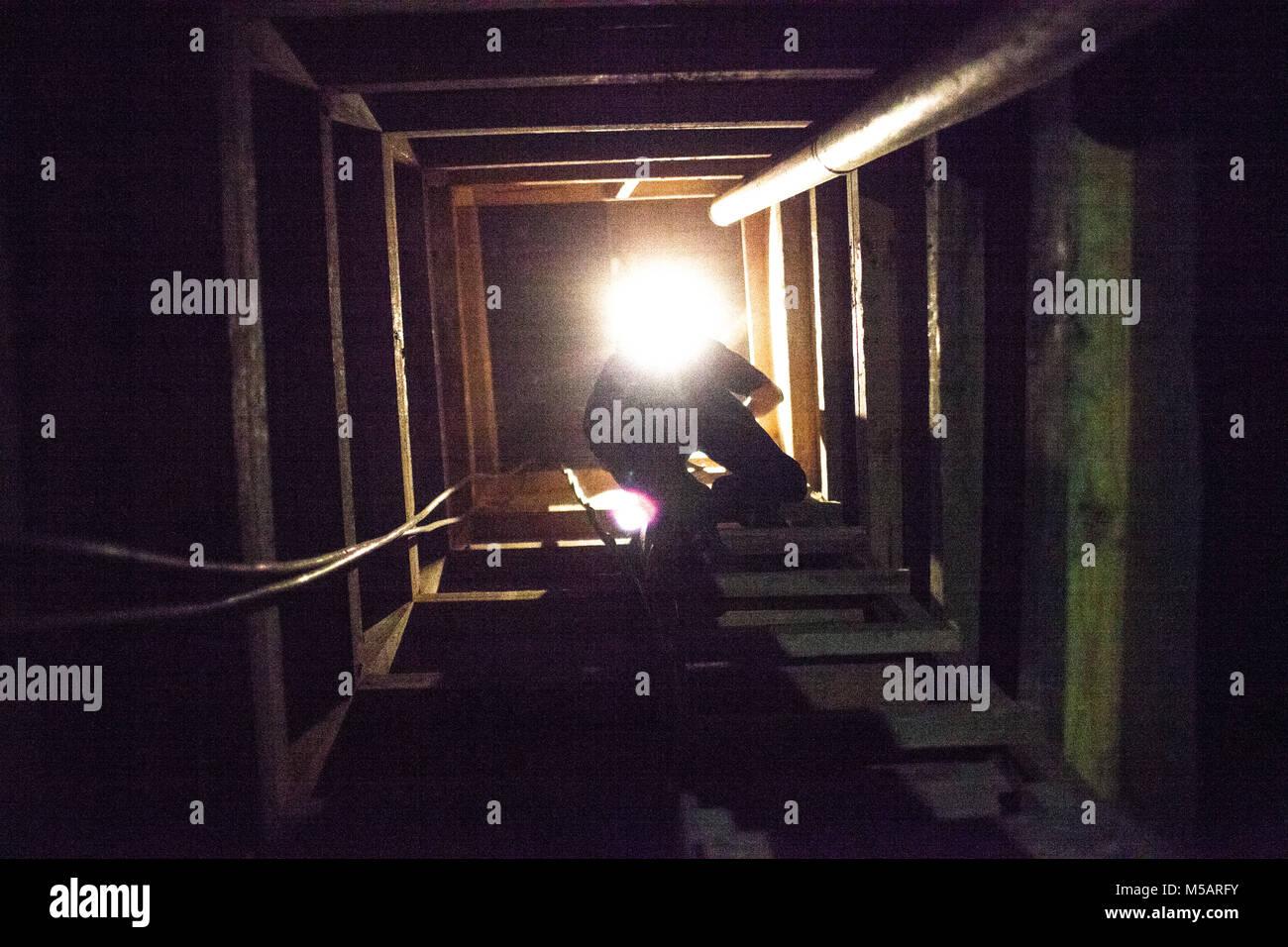 A media member crawls out of the farm house tunnel used by Joaquin 'El Chapo' Guzman to escape Altiplano - Stock Image