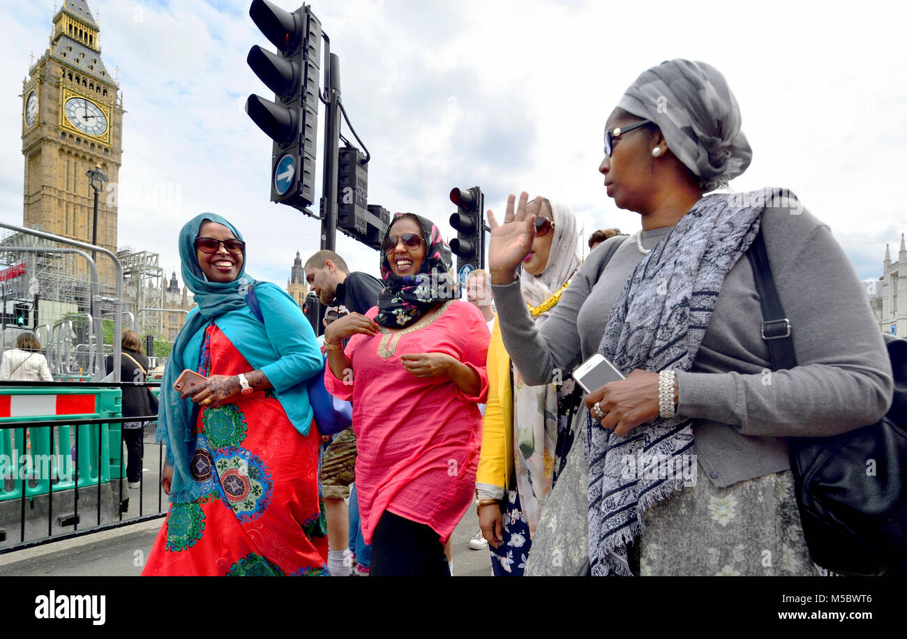 London, England, UK. Group of muslim women talking in Parliament Square - Stock Image