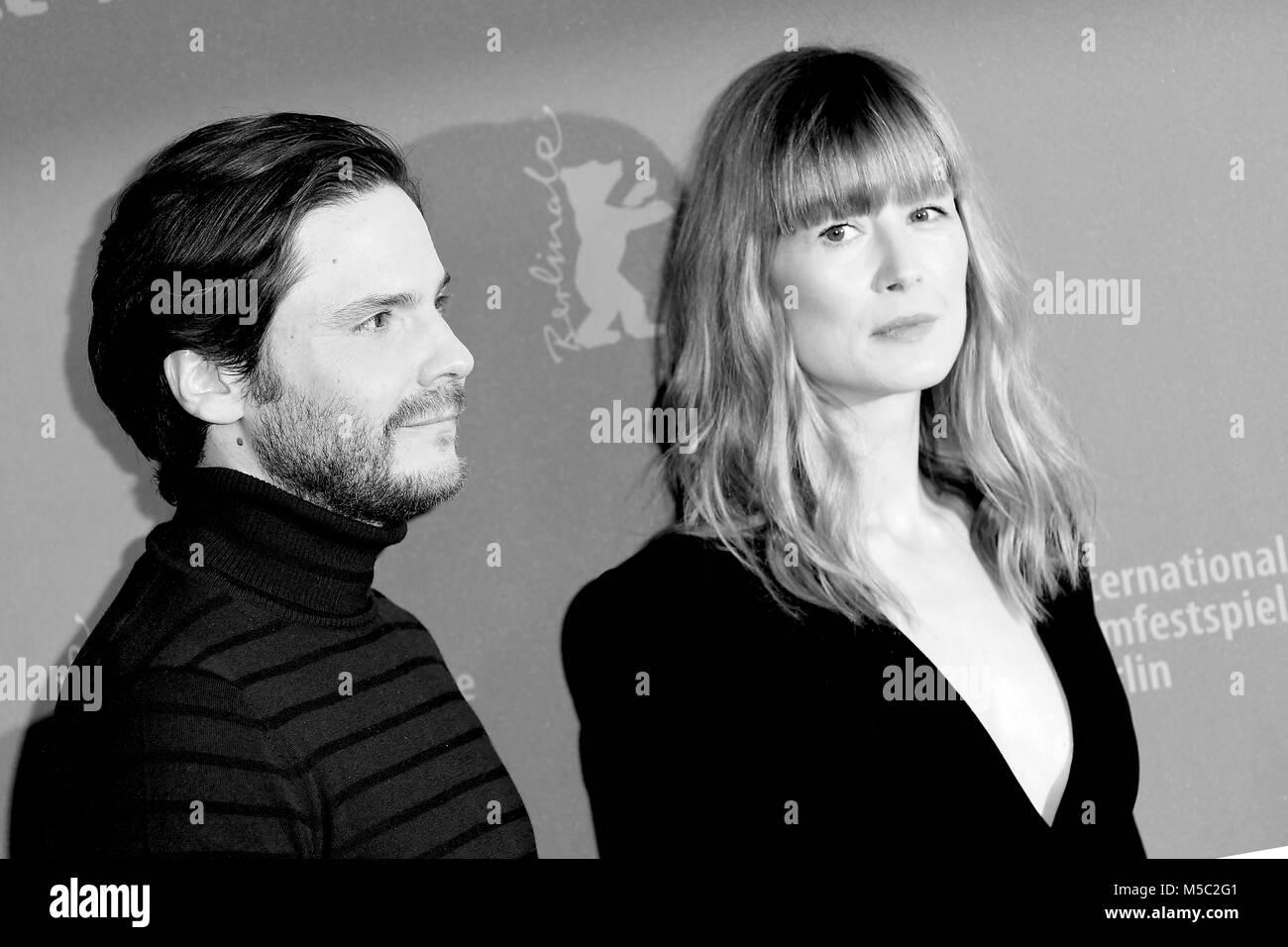 Daniel Bruhl & Rosamund Pike attend the 68th Berlinale International Film Festival Berlin photocall of 7 Days - Stock Image