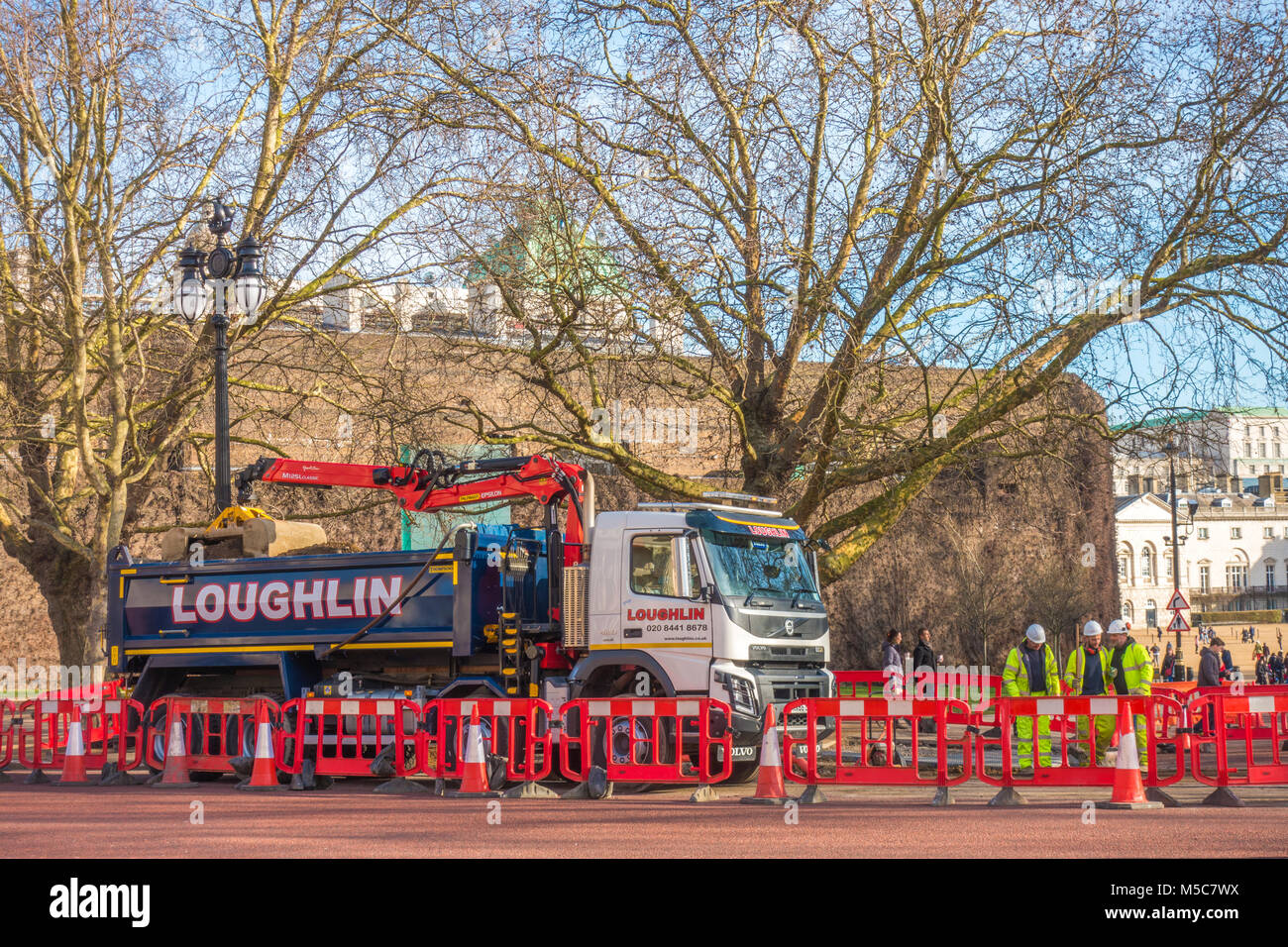 Group of men, in hi vis clothing, working next to a lorry in a cordoned off area of The Mall, next to St James's - Stock Image