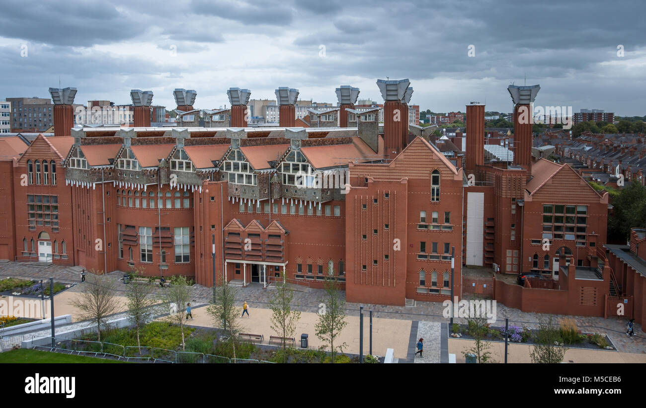 The unique design of Queens building at De Montfort University in Leicester means that the building has no need - Stock Image