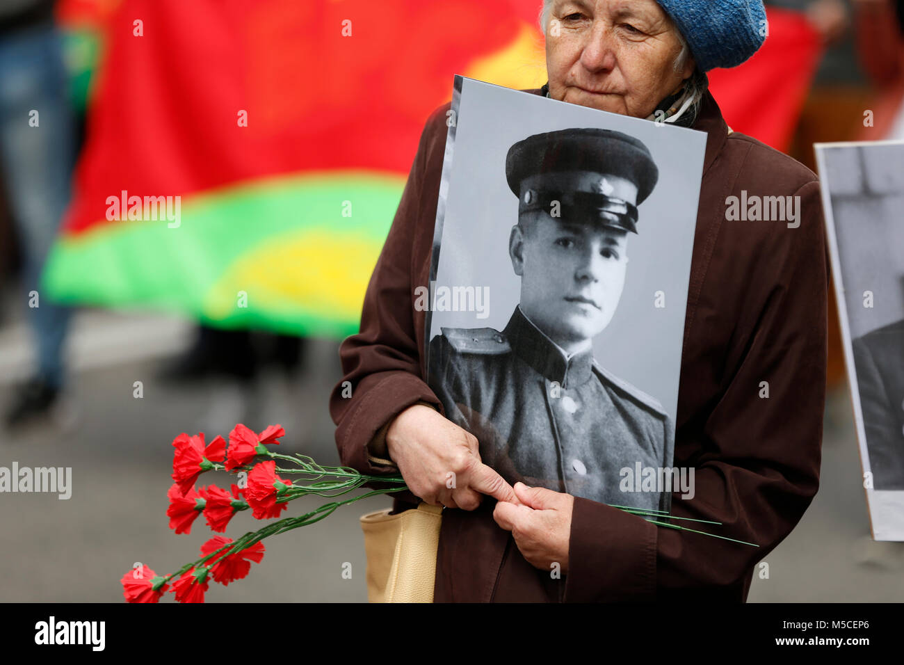 Belarus, Gomel, May 9, 2017, the Victory Day celebration.A woman carries a photograph of a father's soldier - Stock Image