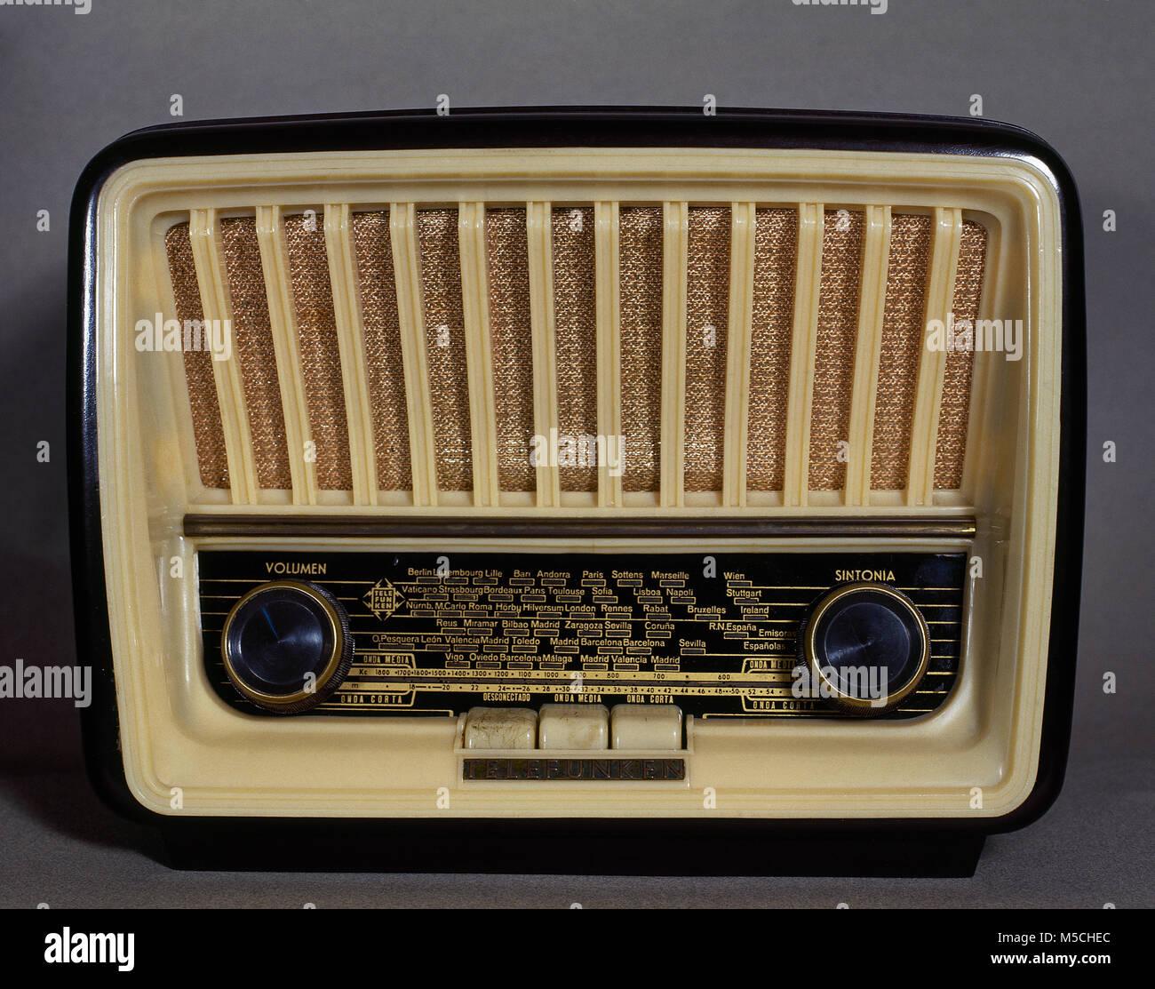 Old radio receiver, Telefunken, model 'Capricho', version U-1815. Medium and short wave. 1958. - Stock Image