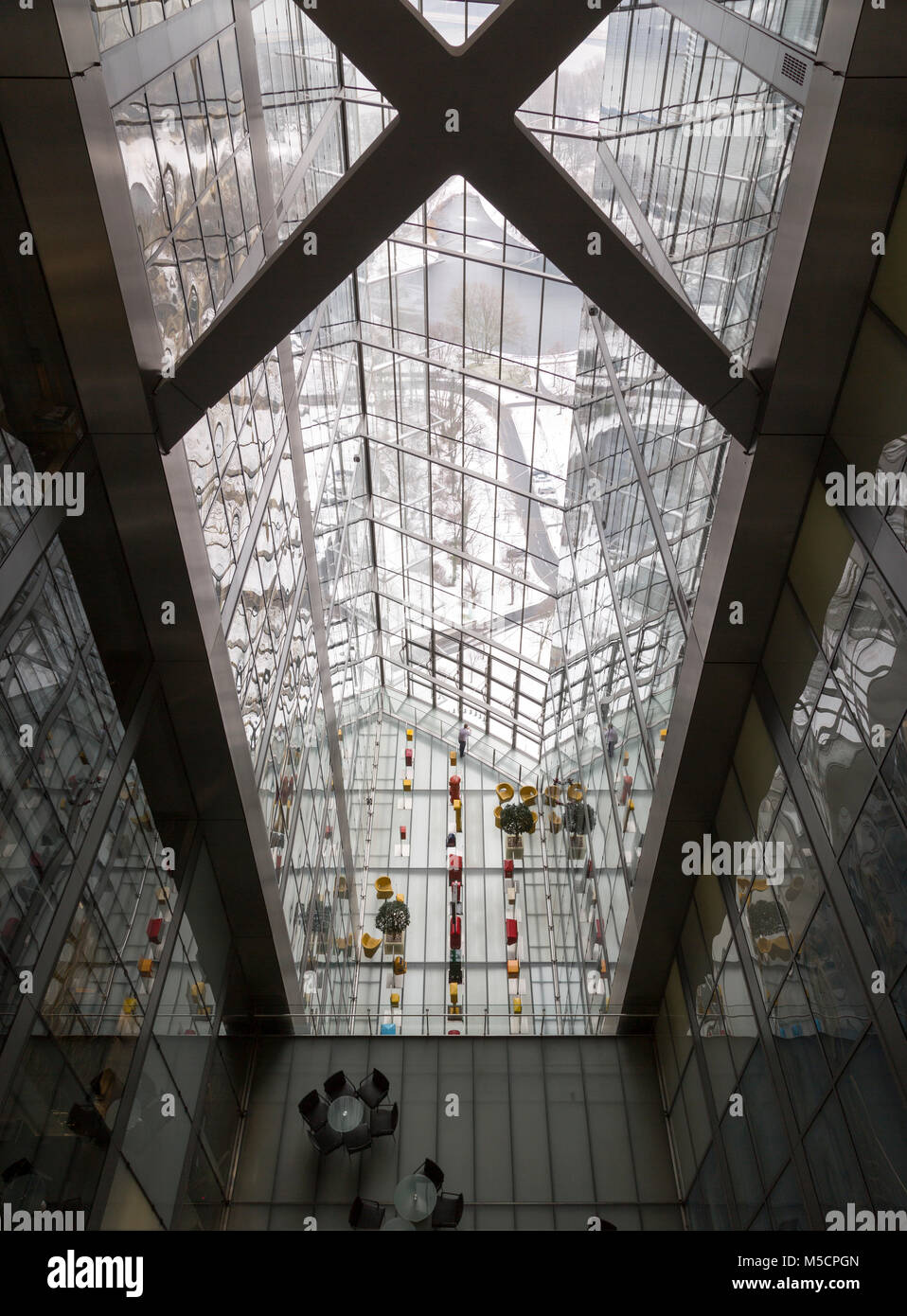 Bonn, Posttower, 2000-2002 von Murphy/Jahn erbaut, Innenansicht mit sog. 'Skygärten' - Stock Image