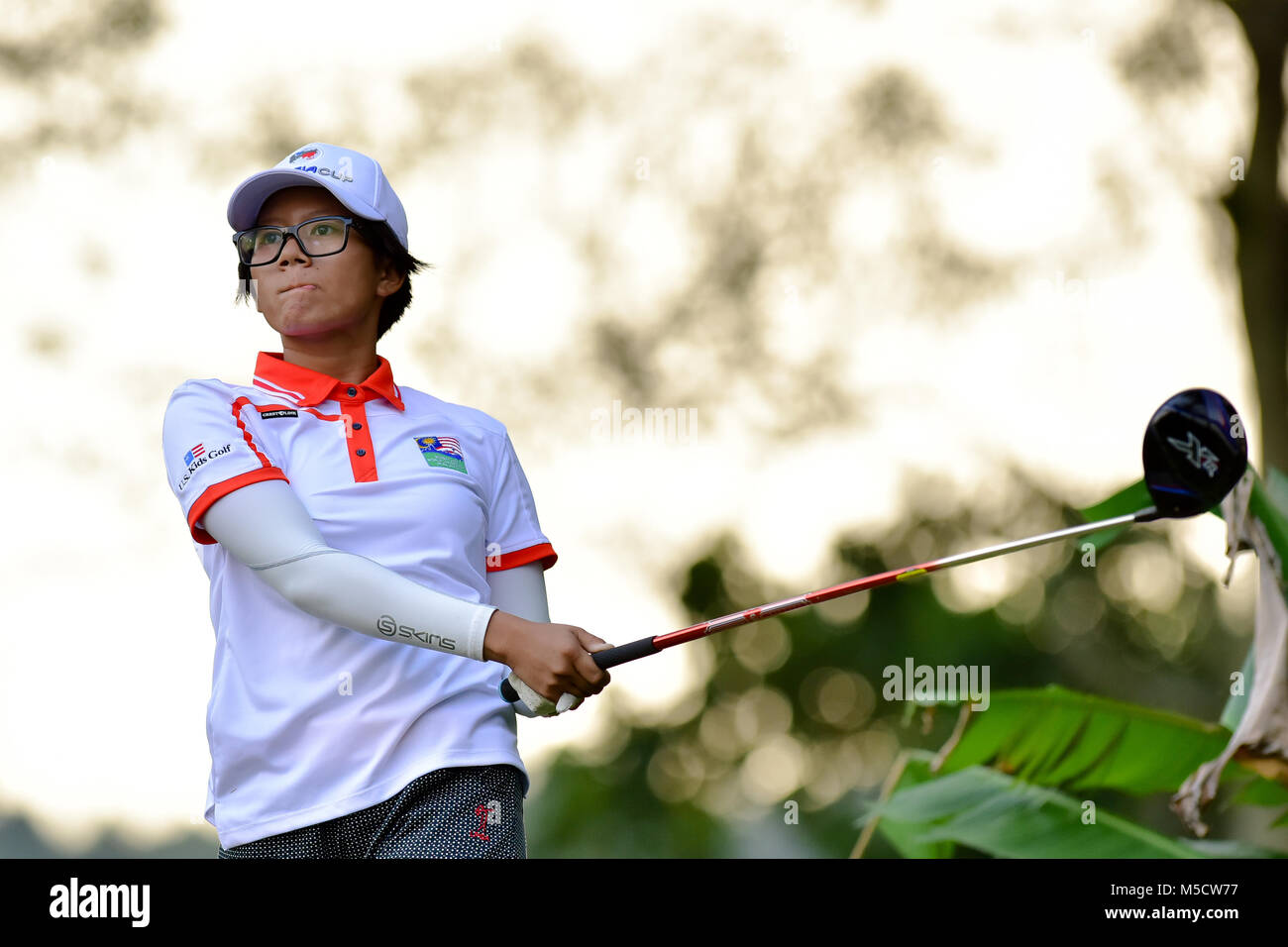 Danau, UKM Bangi - FEBRUARY 10: Eireen Syafeeya watches her tee shot on the 11th hole during Round One of the Danau - Stock Image