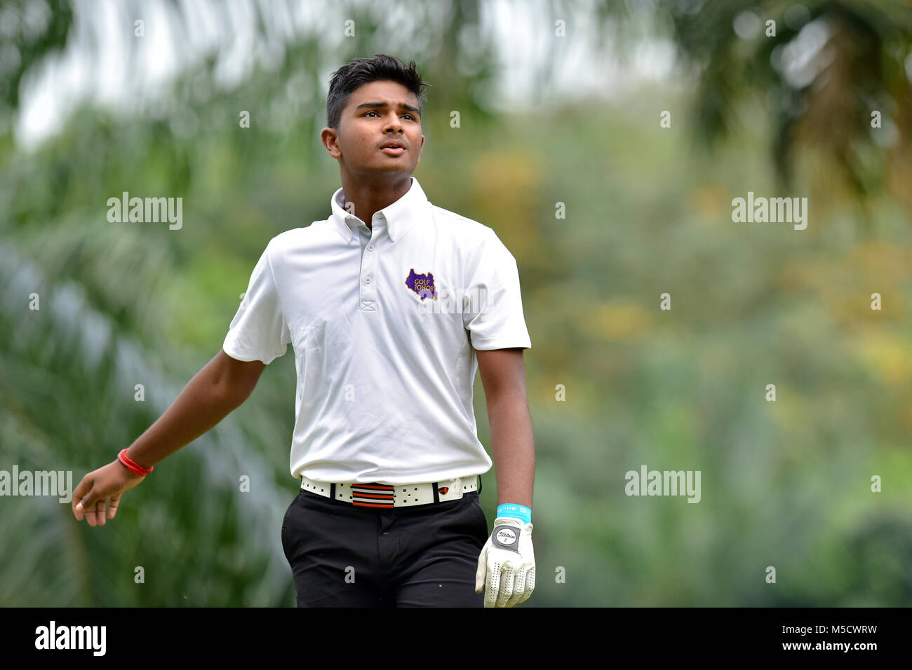 Danau, UKM Bangi - FEBRUARY 10: Darshan Gunasegar takes his tee shot on the 6th hole during Round One of the Danau - Stock Image