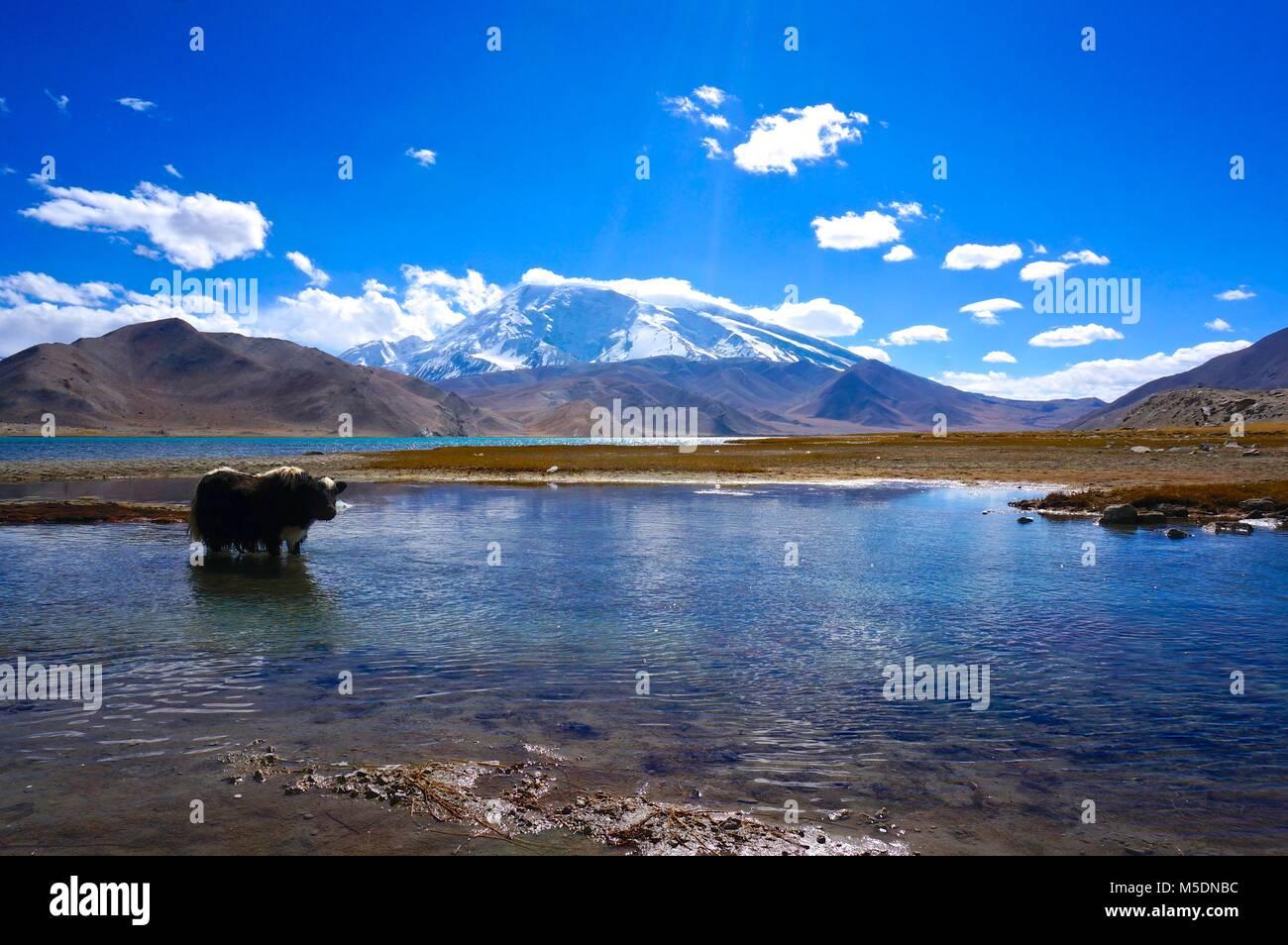 Lake Karakul on the Karakoram Highway, China - Stock Image