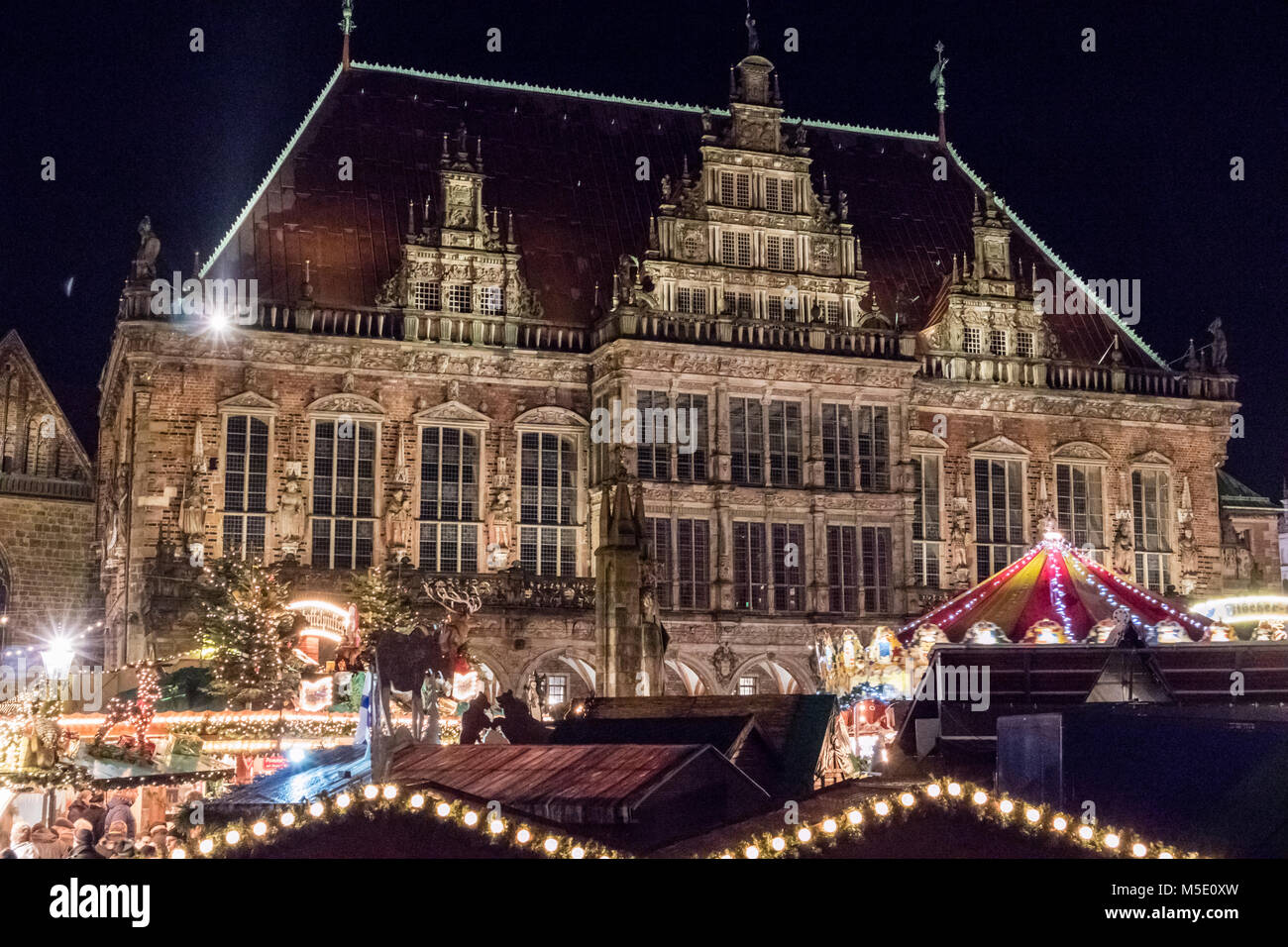 Rathaus von Bremen mit dem Weihnachtsmarkt auf dem Bremer Marktplatz Stock Photo