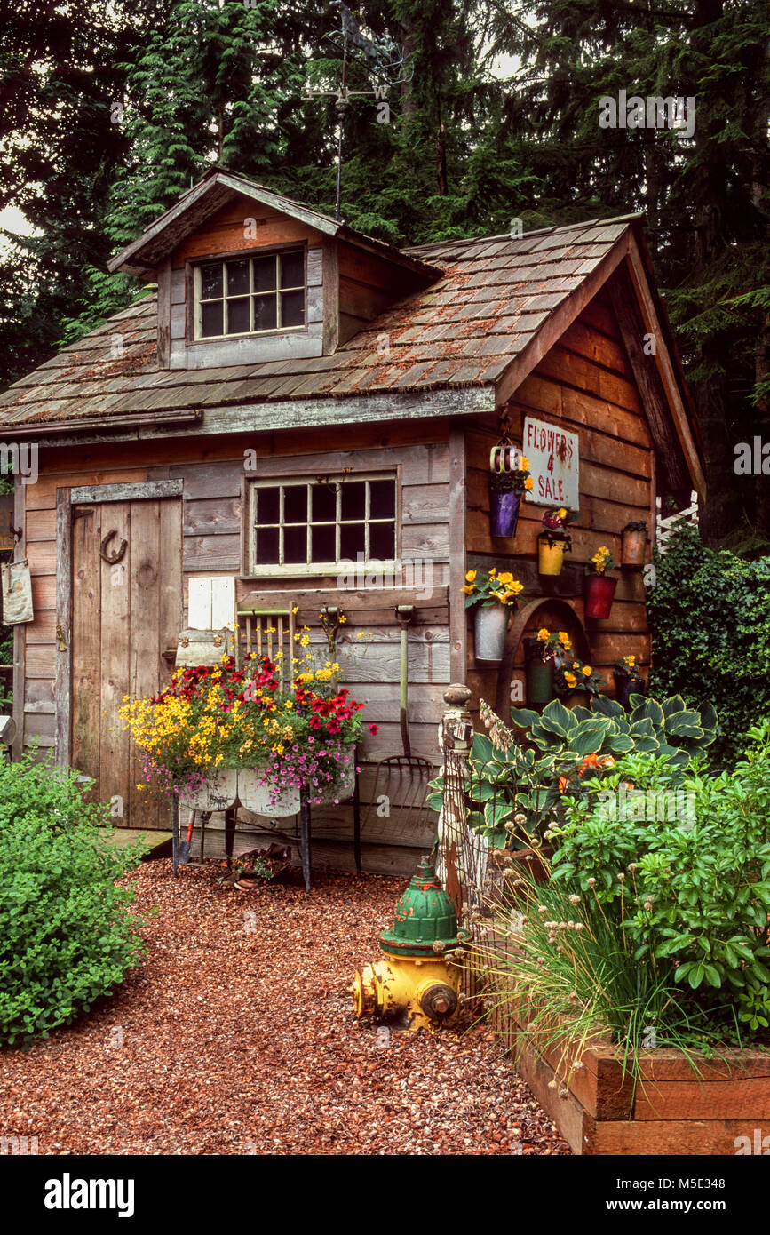 Exceptionnel Rustic Garden Shed   Stock Image