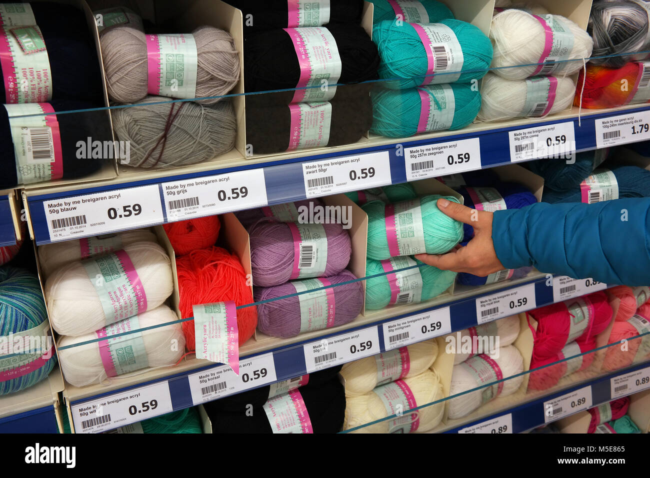 Hand knitting yarn in a store - Stock Image