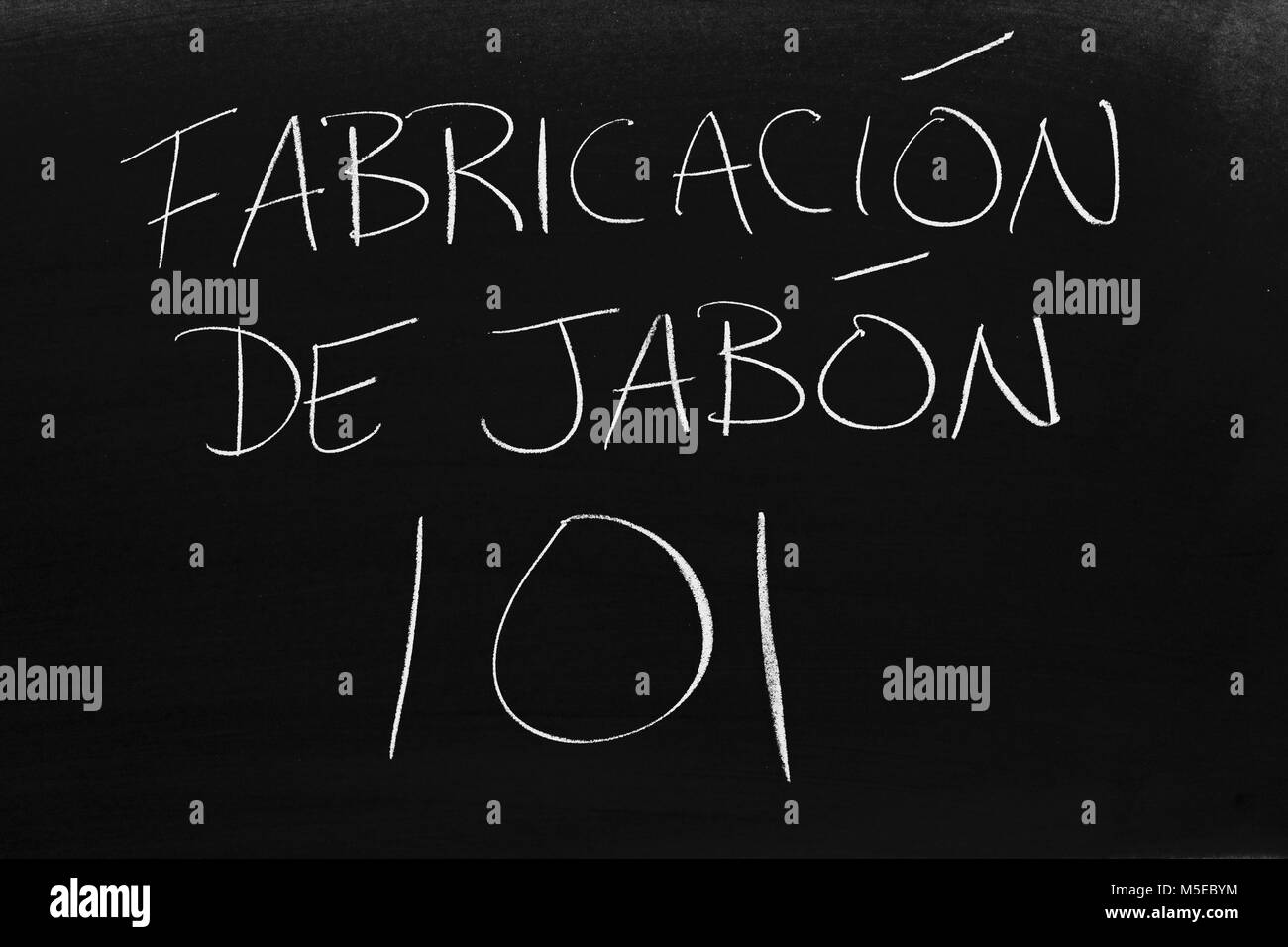 The words Fabricación De Jabón 101 on a blackboard in chalk - Stock Image