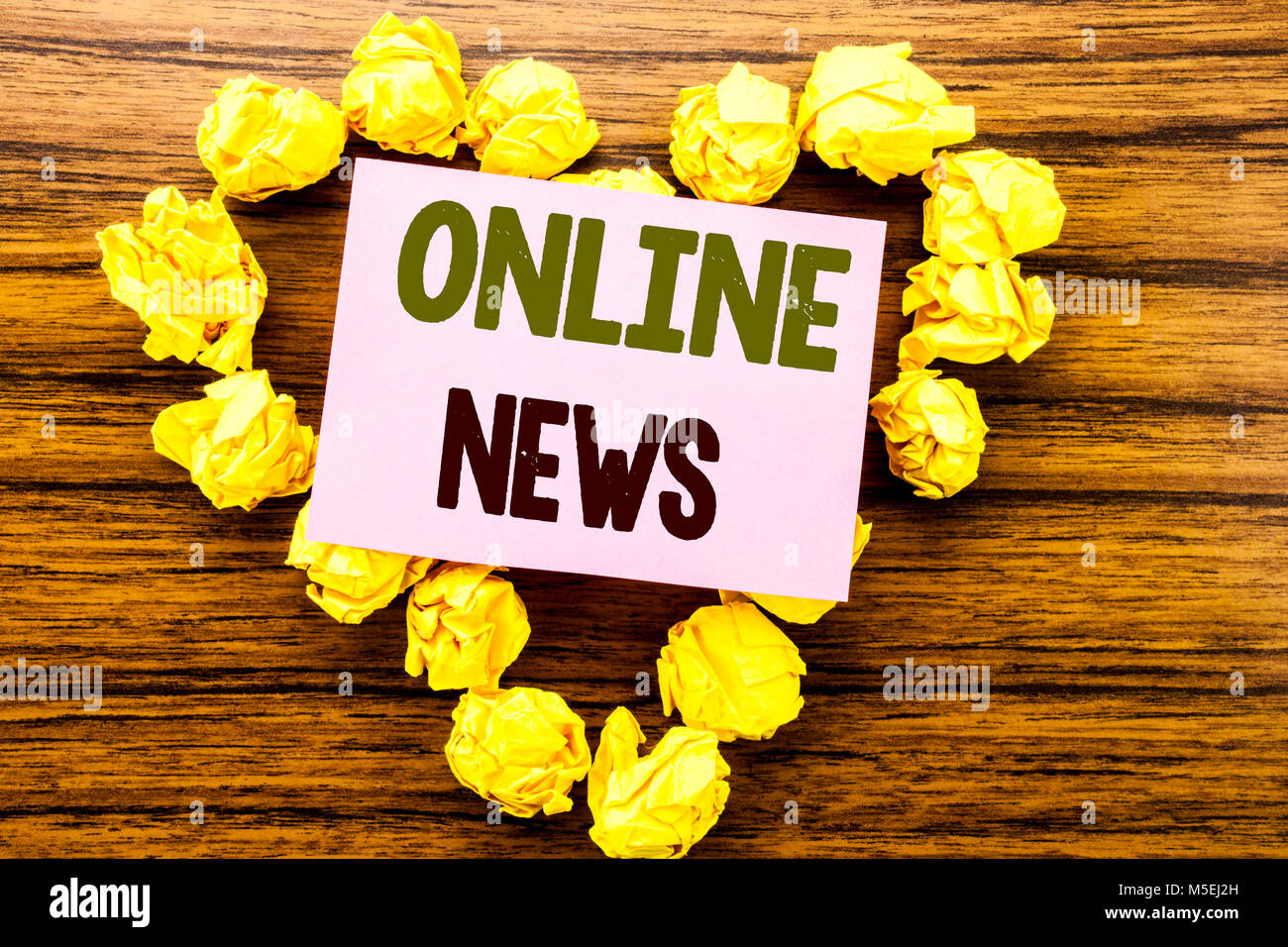 Word, writing Online News. Business concept for Online Newspaper Article written on sticky note paper on wooden Stock Photo