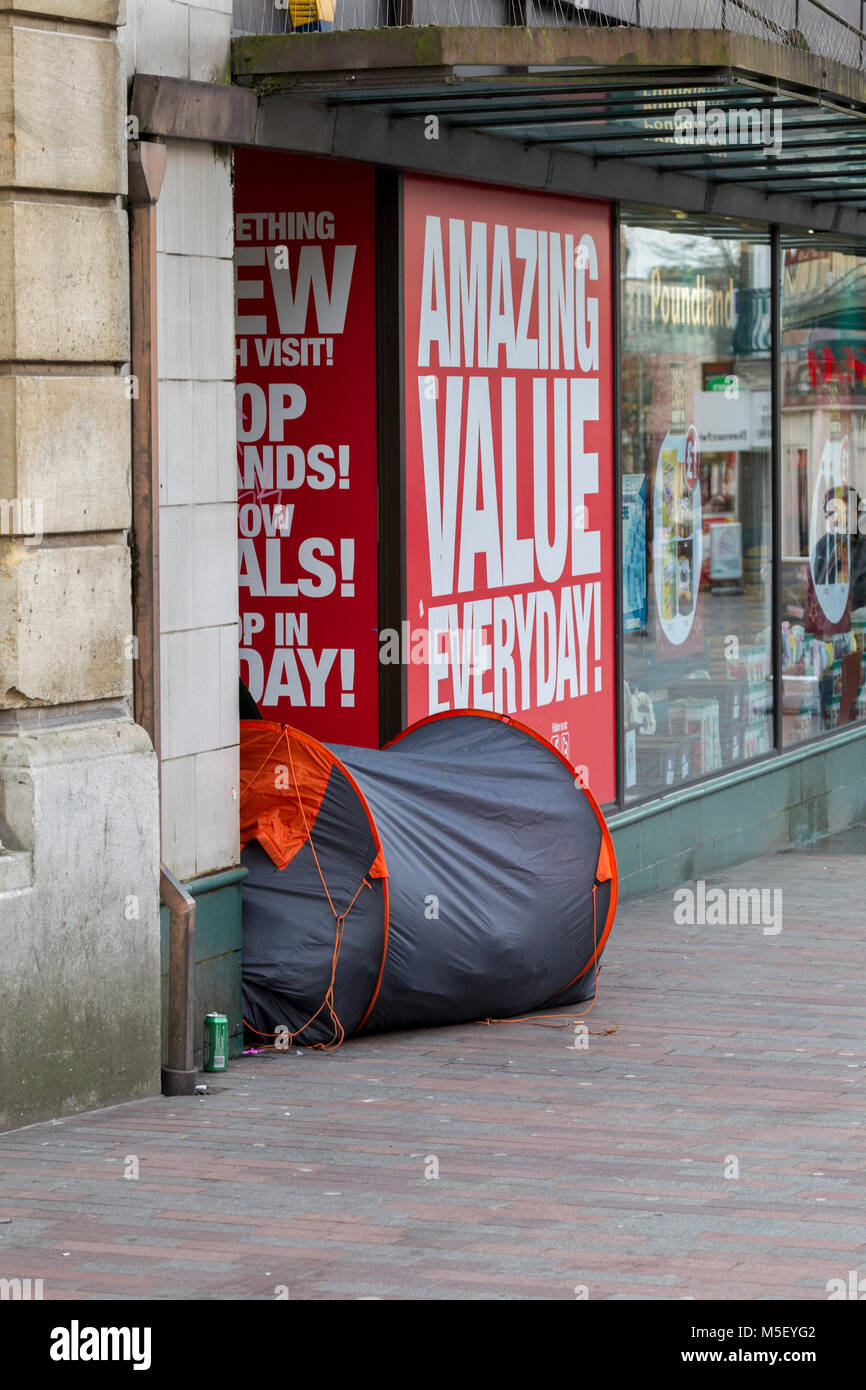 Northampton, U.K. 23rd February 2018. Weather. Homeless living in a tent in a shop doorway in Abinging street on - Stock Image