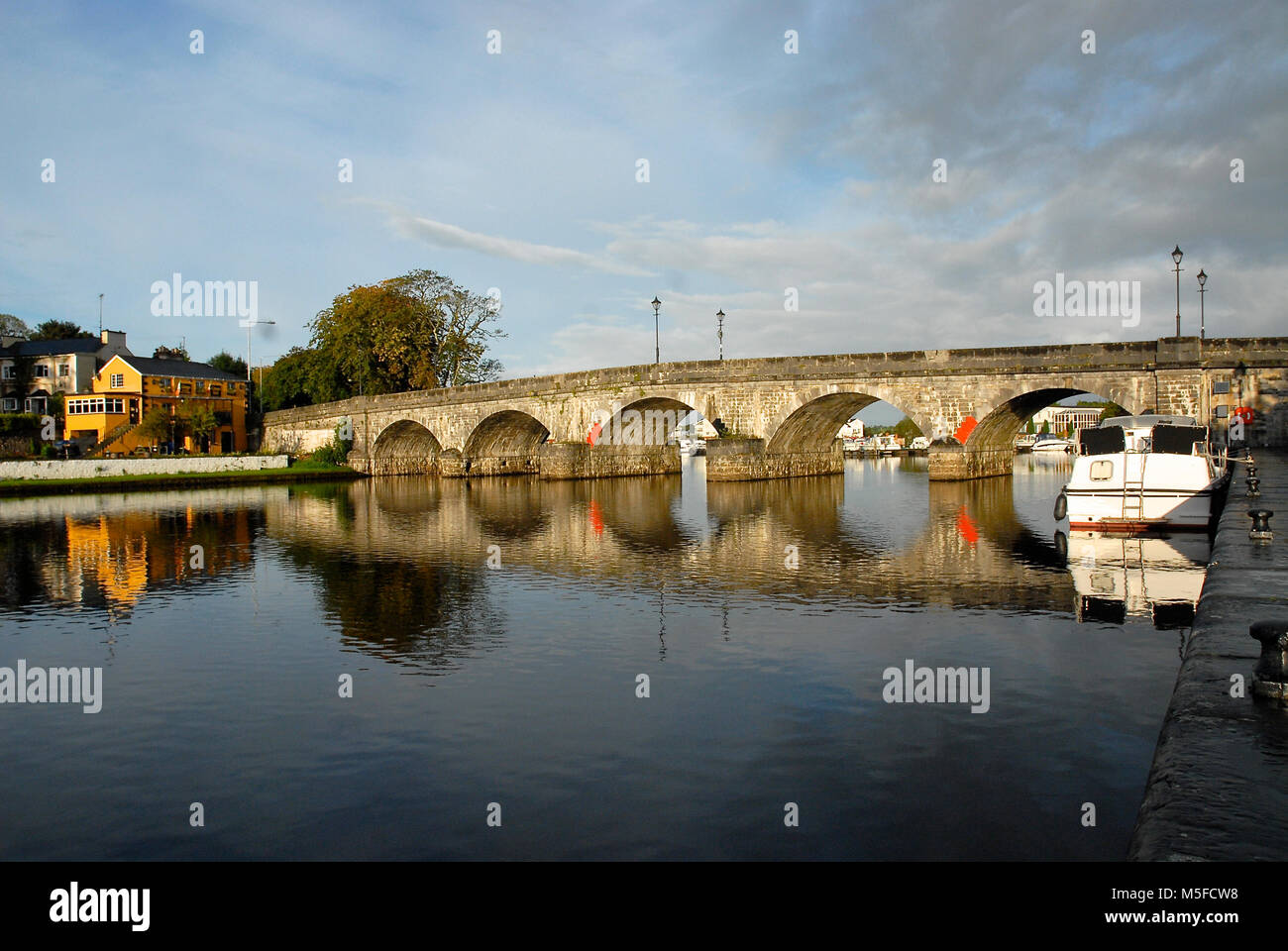 The 1846 bridge at Carrick-on-Shannon, on the River Shannon, links Co Leitrim and Co Roscommon, in the Republic - Stock Image
