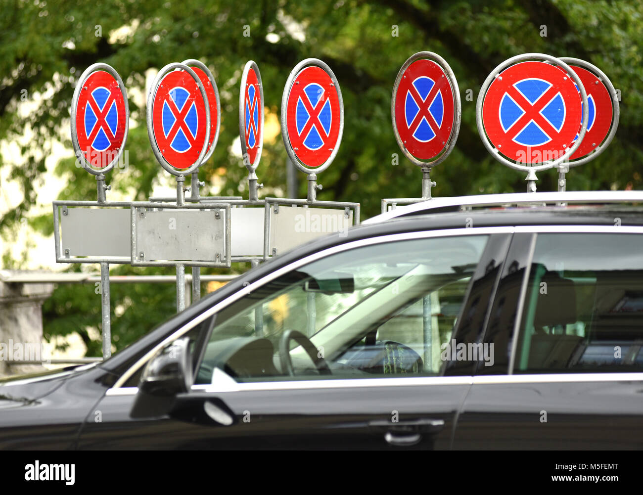 Road signs 'Parking prohibited' and car - Stock Image