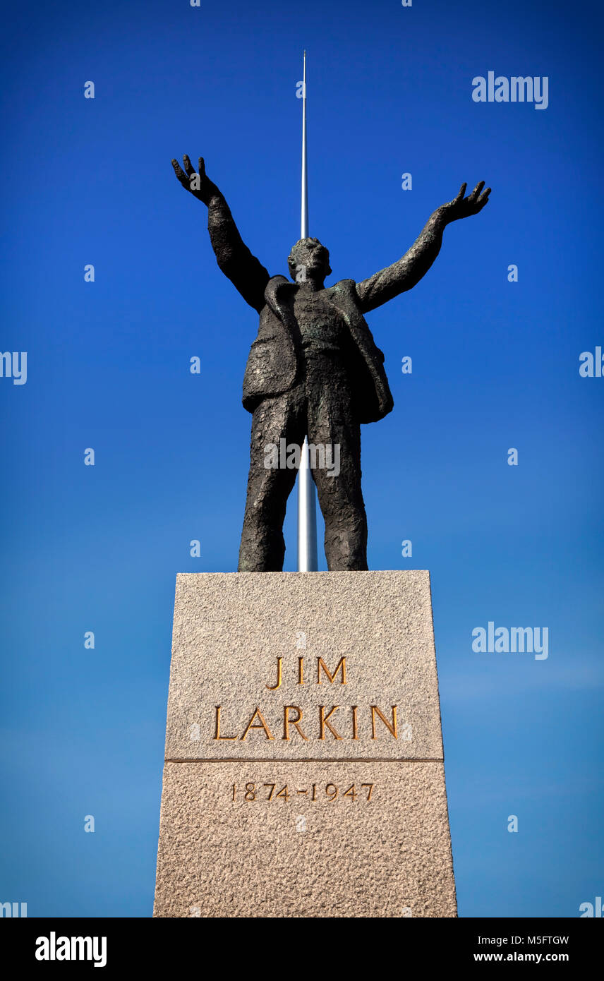 Statue of Jim Larkin Statue, Irish trade union leader and socialist activist, with the Spire behind. O'Connell - Stock Image