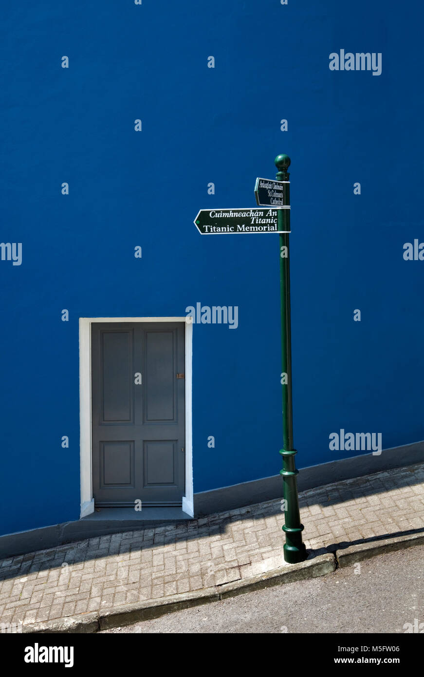 Signpost to the Titanic Memorial, Cobh, County Cork, Ireland - Stock Image