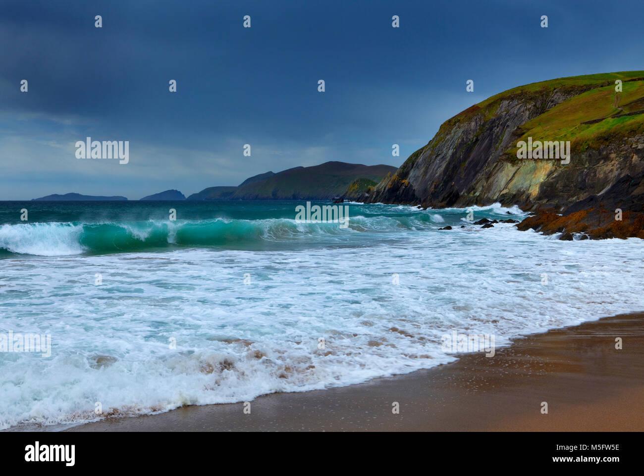 Coumeenoole Beach at Slea Head, Dingle Peninsula, County Kerry, Ireland - Stock Image
