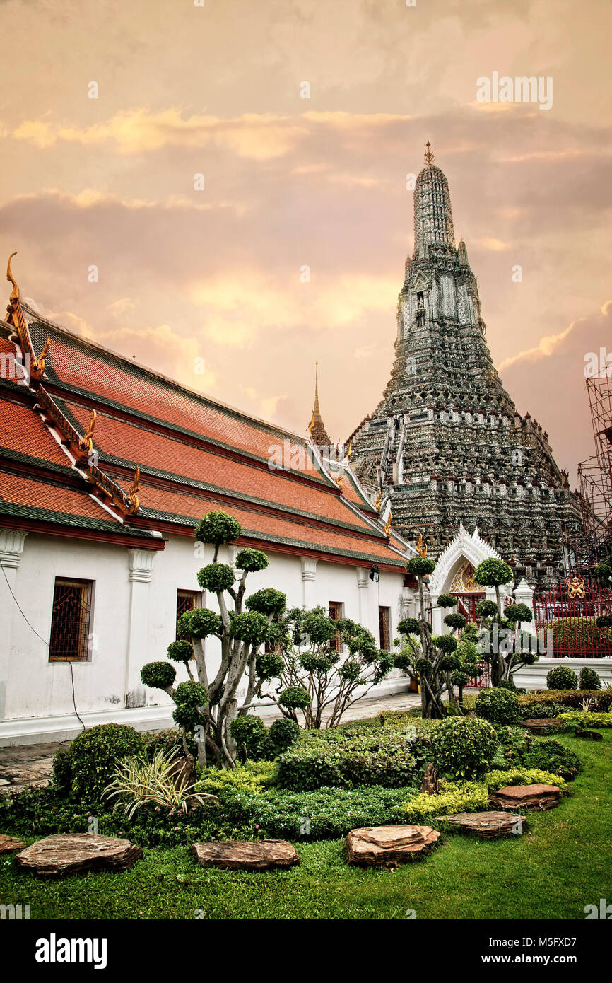 Wat Arun on the Choa Phraya River.  Bangkok, Thailand. - Stock Image