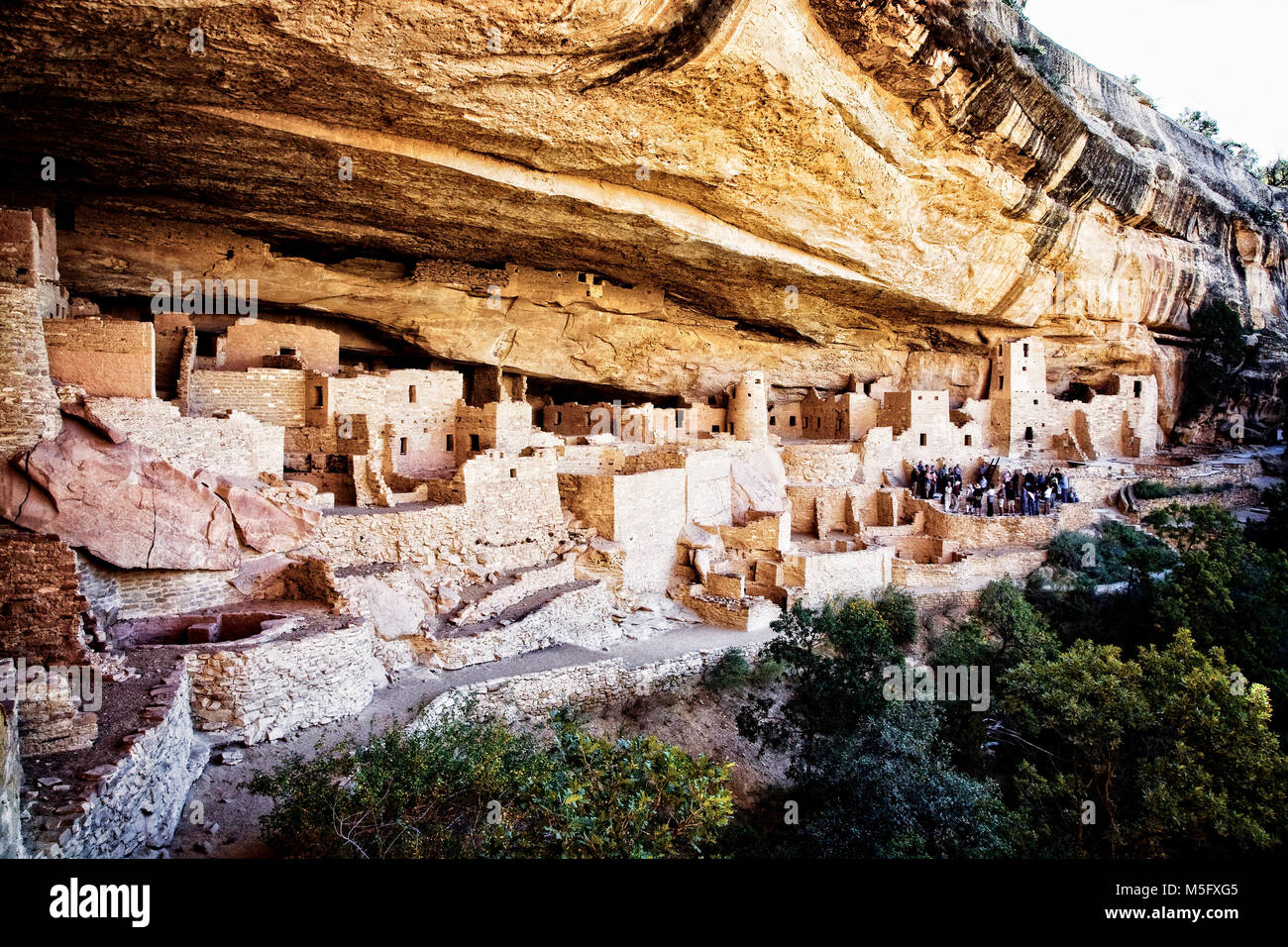 Visitors tour the Cliff Palace ruins at Mesa Verde National Park, Colorado. - Stock Image