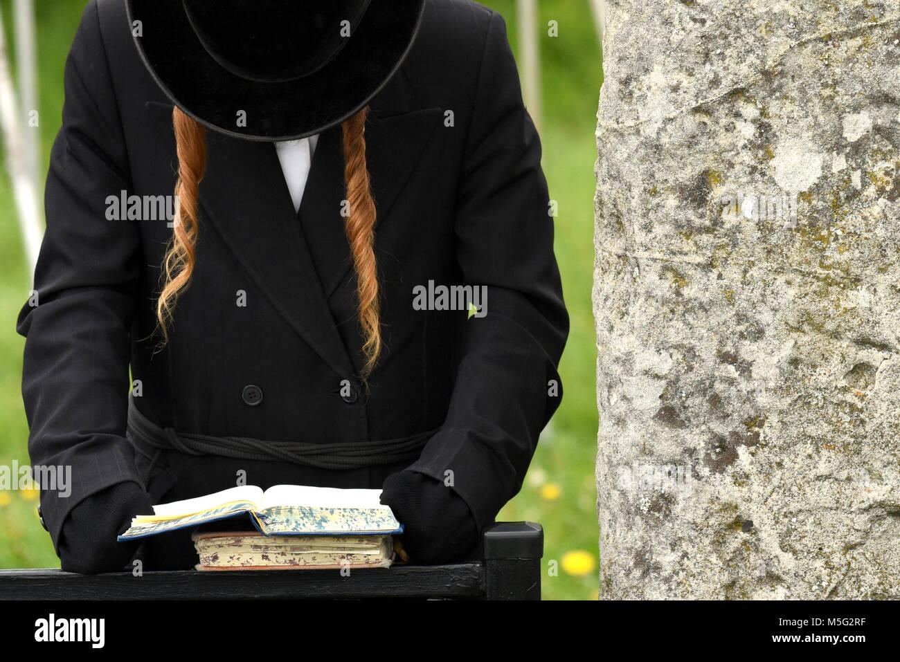 Orthodox Jewish prays, jews, judaism, hasidim - Stock Image