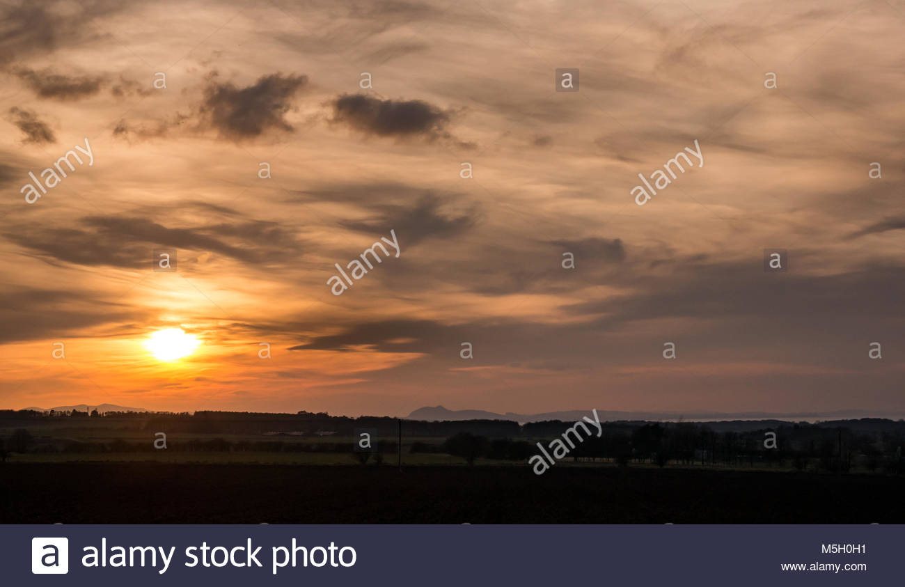 East Lothian, Scotland, 23rd February 2018. UK Weather: Dramatic sunset with wispy cloud formations. The view is - Stock Image