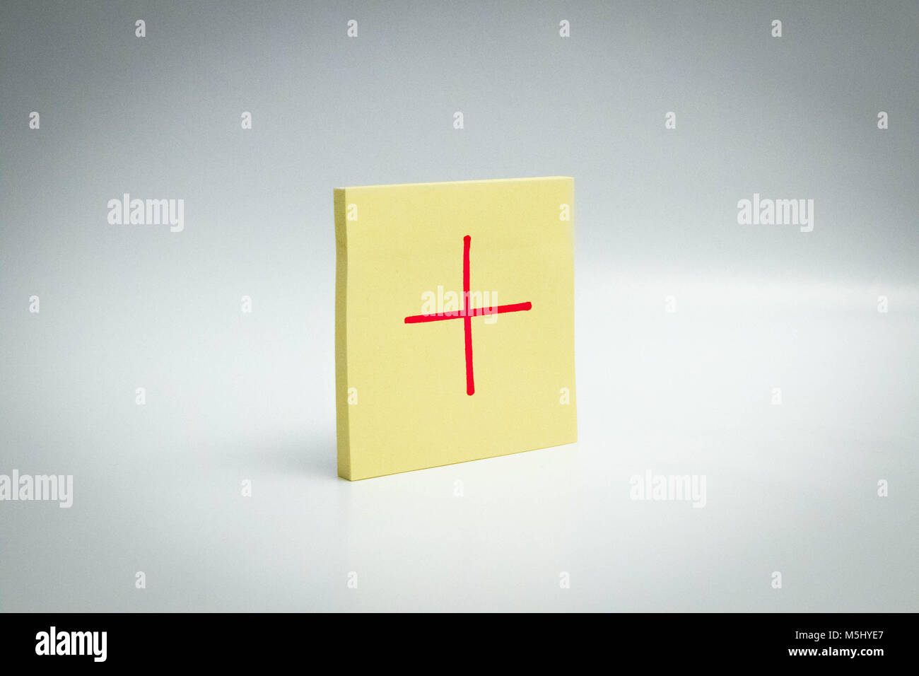 interrogation mark correct + plus post it note paper Exclamation mark - Stock Image