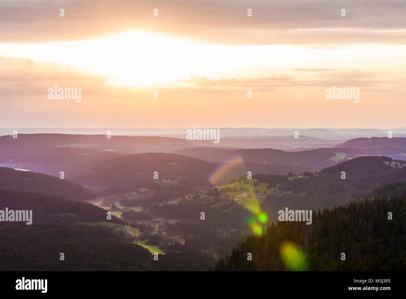 Deutschland, Baden-Württemberg, Schwarzwald, Hochschwarzwald, Blick vom Feldberg, Sonnenaufgang - Stock Image