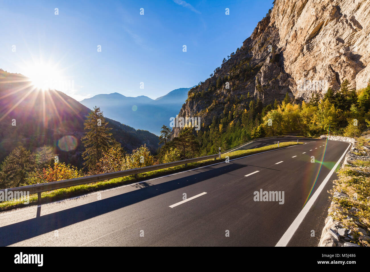 Schweiz, Kanton Wallis, bei Leukerbad, Alpenstraße, Straße, Kehre, Haarnadelkurve, Kurve, Berge, Gebirge - Stock Image